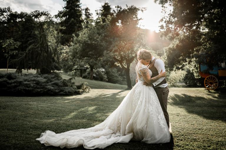 Une journée de rêve avec des mariés extras, familles & amis au top dans un lieu de rêve superbement décoré